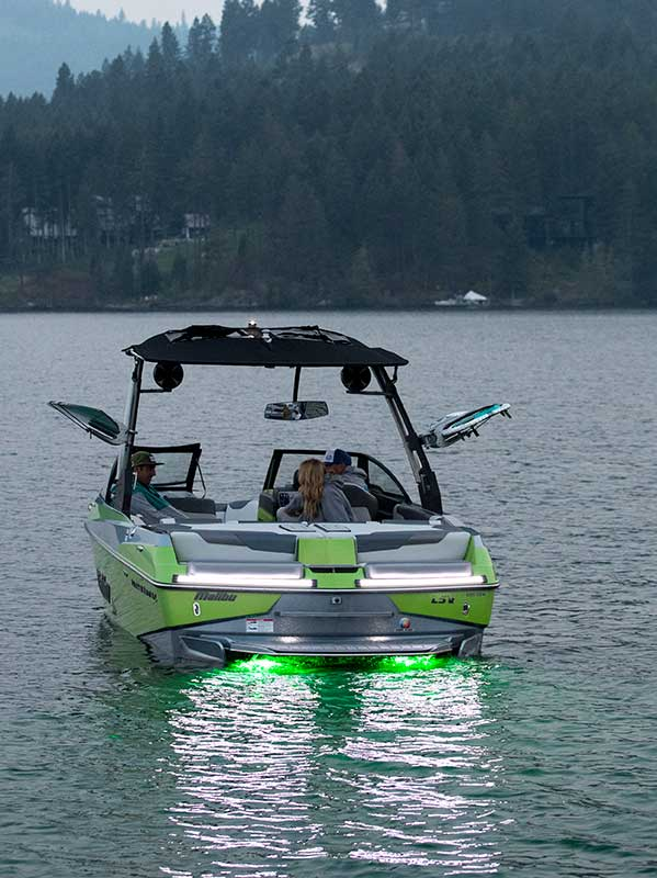 Friends enjoy boating with the best underwater LED lights